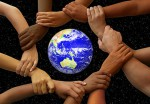 ruce-kolem-sveta